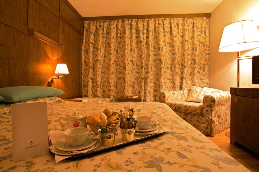 Servizio in Camera Savoia hotel Campiglio}